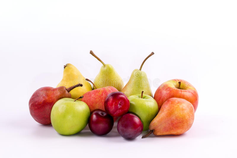 Grupp av meridional frukter på en vit bakgrund arkivbilder
