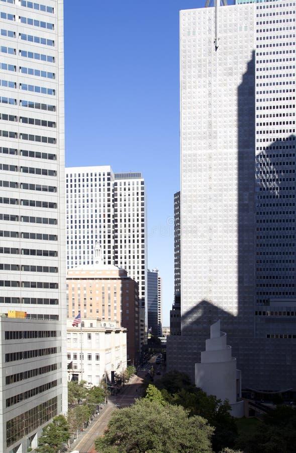 Grupp av moderna byggnader i centrum av Dallas TX royaltyfria bilder