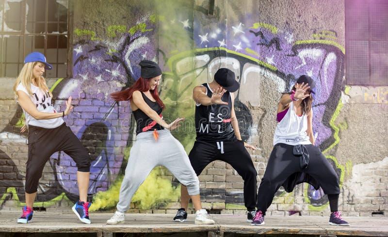 Grupp av modernt driftstopp för dansaredrevkropp arkivfoton