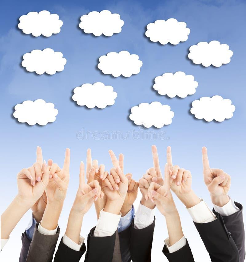 Grupp av molnet för punkt för händer för affärsfolk det uppåtriktade royaltyfri fotografi