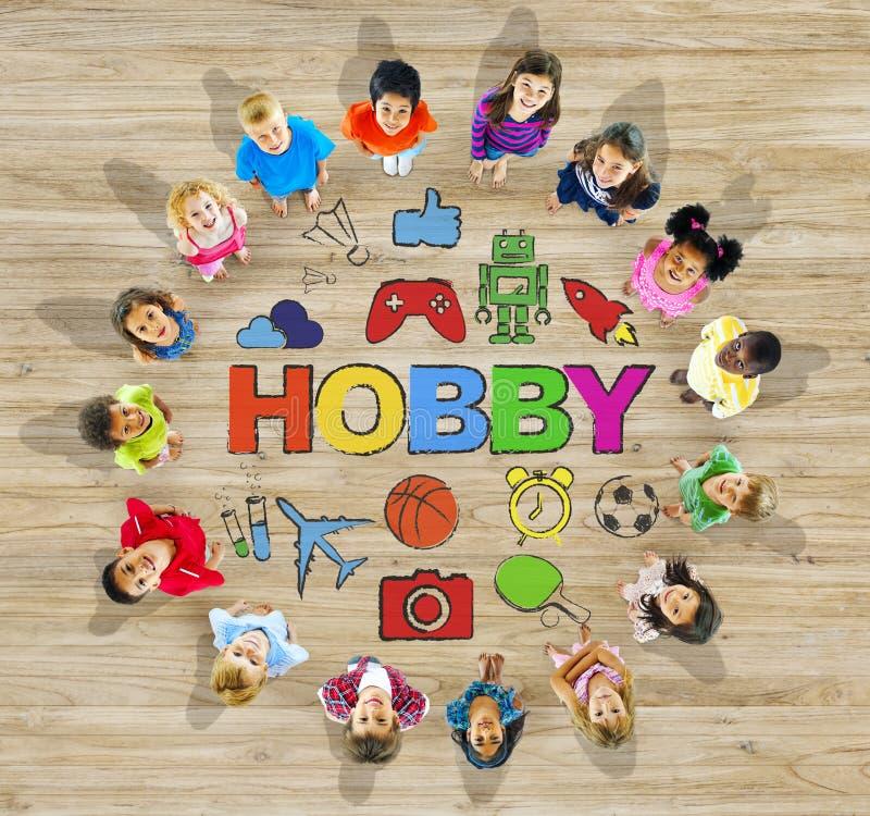 Grupp av multietniska barn med hobby royaltyfri bild