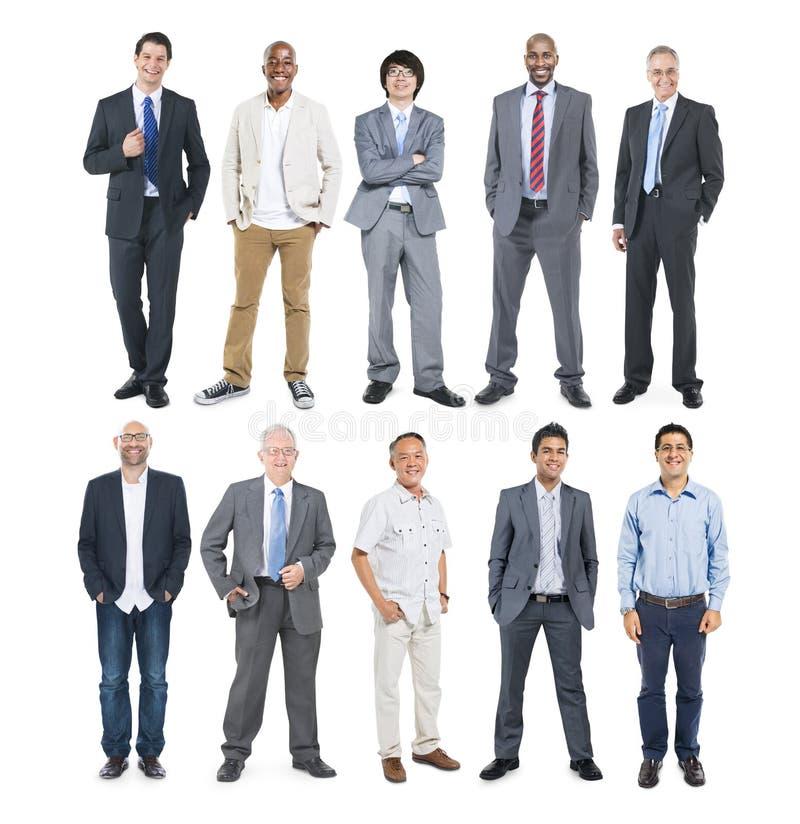 Grupp av multietniska olika gladlynta affärsmän royaltyfri foto