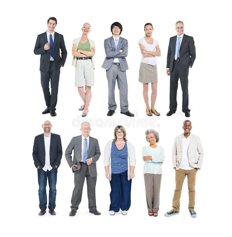 Grupp av multietniskt olikt affärsfolk arkivbilder