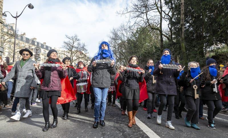 Grupp av Musicants - Carnaval de Paris 2018 fotografering för bildbyråer