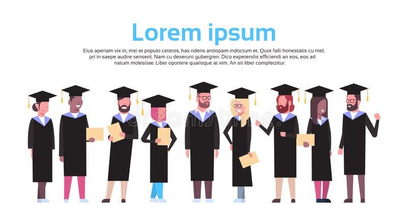 Grupp av olika studenter i diplomet för avläggande av examenlock- och kappahåll som isoleras över vit bakgrund med kopieringsutry vektor illustrationer