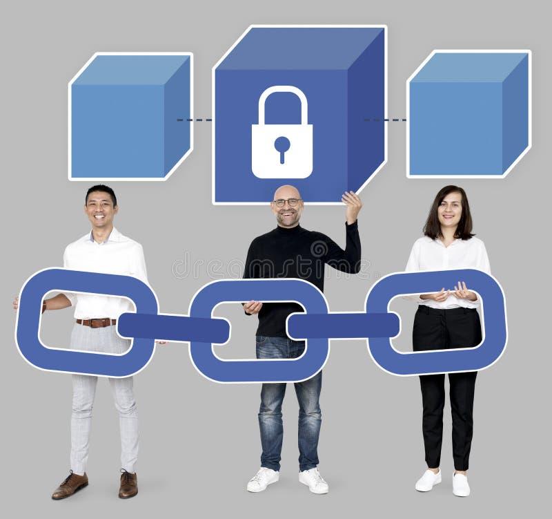 Grupp av olikt folk med kryptografi för kvarterkedja royaltyfri illustrationer