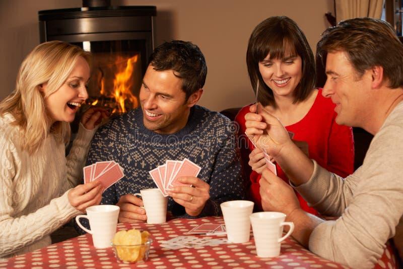Grupp av par som leker kort tillsammans royaltyfria bilder