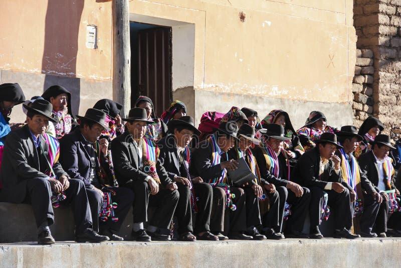 Grupp av peruanska kvinnor och män arkivfoto