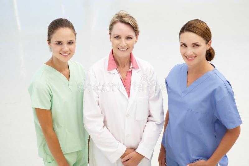 Grupp av professional medicinska kvinnor royaltyfri fotografi