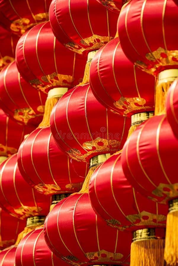 Grupp av röda kinesiska lyktor fotografering för bildbyråer