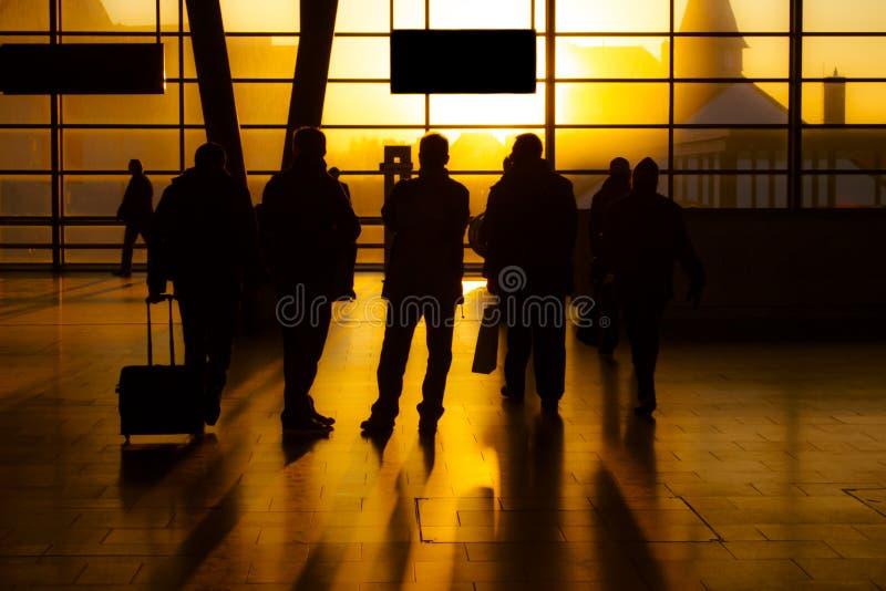 Grupp av resande folk