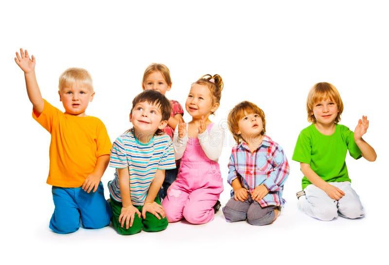 Grupp av små ungar fotografering för bildbyråer