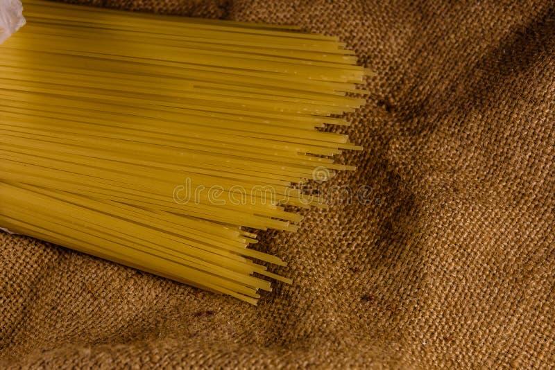 Grupp av spagetti på säckväv Top beskådar royaltyfria bilder