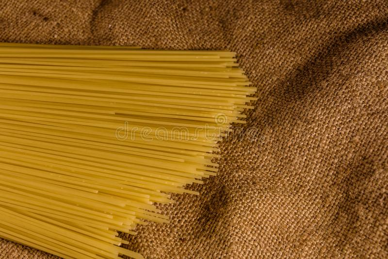 Grupp av spagetti p? s?ckv?v Top besk?dar royaltyfria bilder