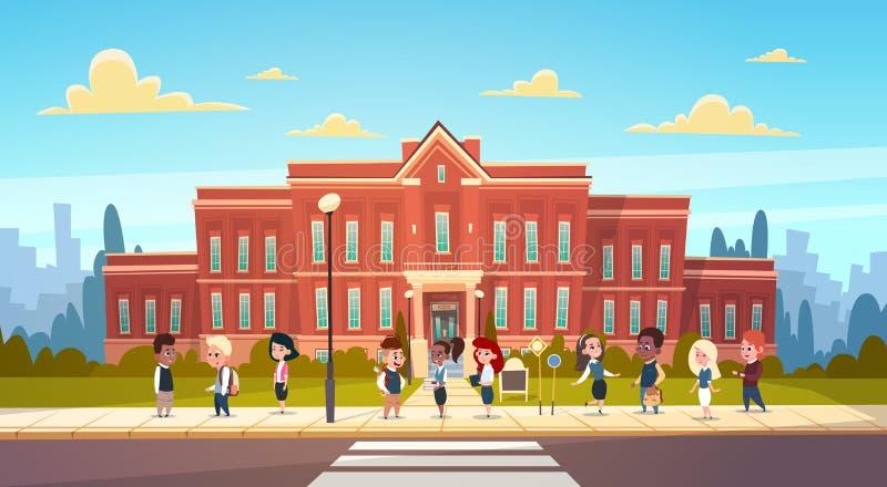 Grupp av ställningen för elevblandninglopp i Front Of School Building Primary skolbarn som talar studenter stock illustrationer