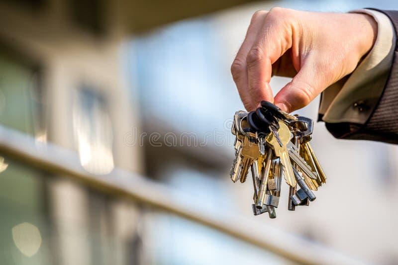 Grupp av tangenter till din splitterny lägenhet arkivfoto