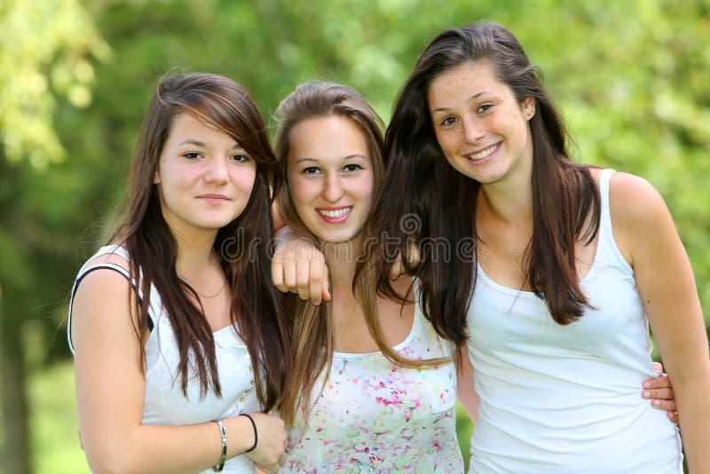 Grupp av tonåringflickan arkivbild