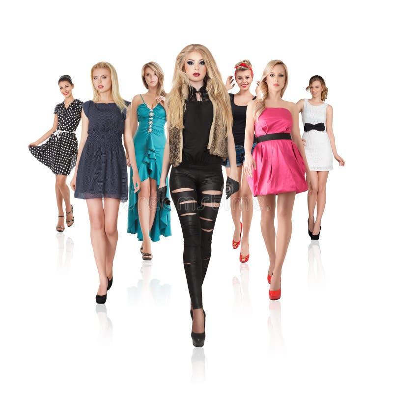Grupp av unga kvinnor royaltyfri bild