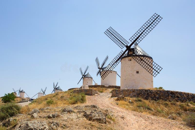 Grupp av väderkvarnar i Campo de Criptana La Mancha, Consuegra, Spanien royaltyfri fotografi