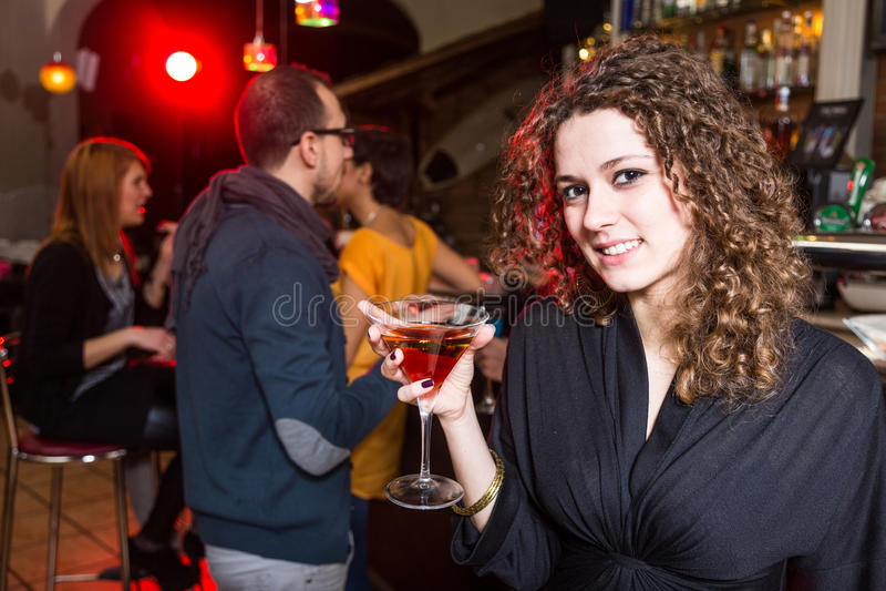 Kvinna på partit arkivfoton