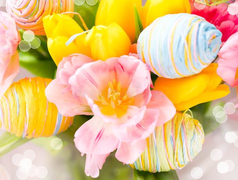 Grupp för påskferieblommor royaltyfri bild