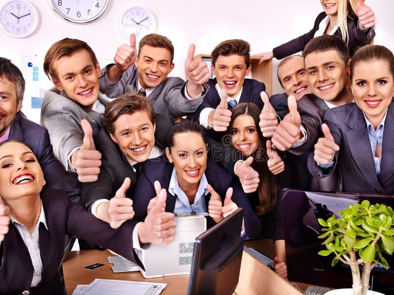 Gruppaffärsfolk i regeringsställning arkivbilder