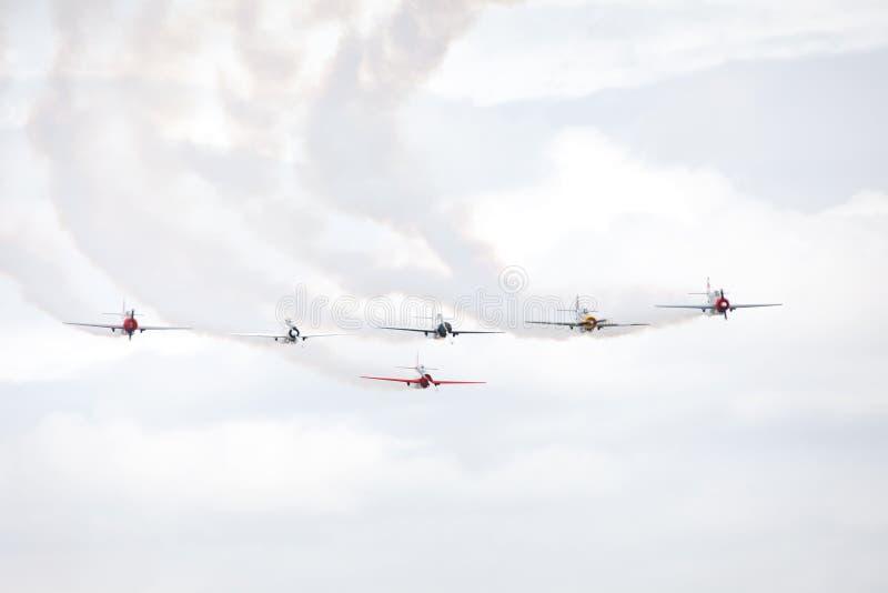 Gruppe aerobatic Sportflugzeuge der alten Art. stockfotografie