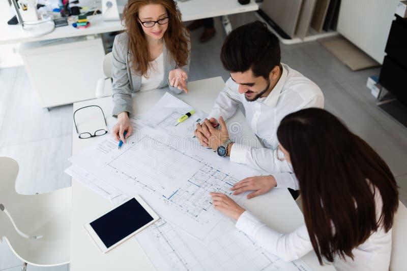 Gruppe Architekten, Die Zusammen An Projekt Arbeiten