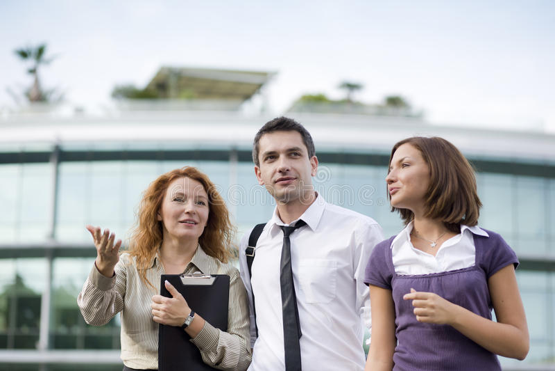 Gruppe Büroangestellten im Freien stockfoto