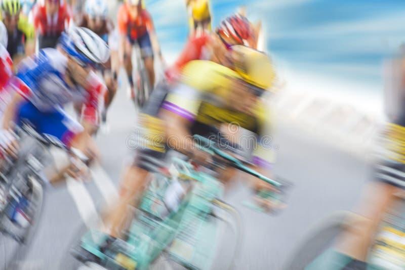 Gruppe der Radfahrer während eines Rennens lizenzfreies stockfoto
