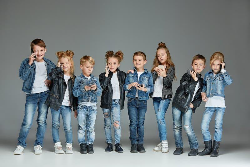 Gruppe des Kinderstudio-Konzeptes stockfoto