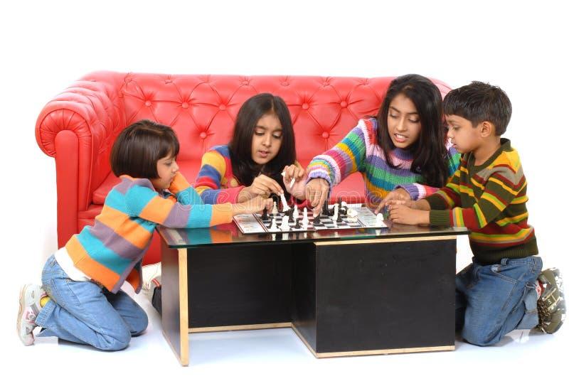 Gruppe des Kindspielens stockfoto