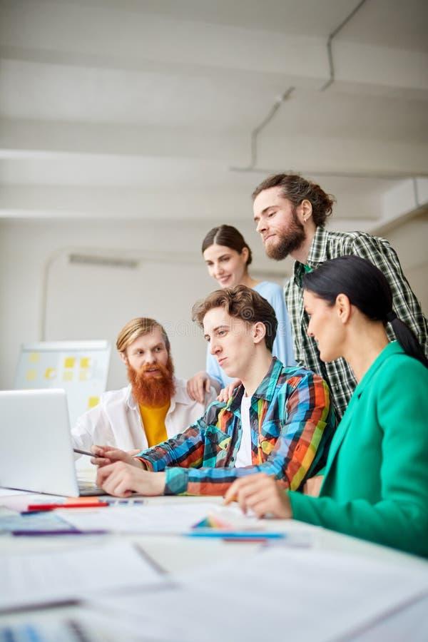 Gruppe Designer bei der Arbeit stockfoto