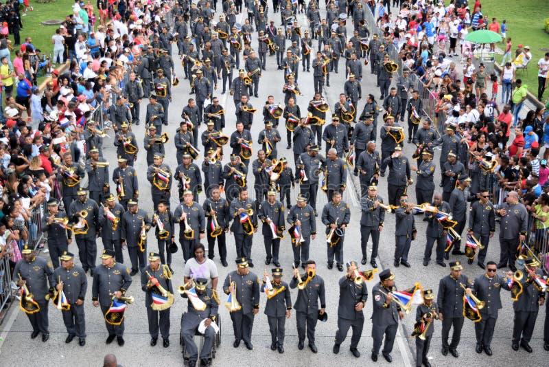 Gruppe, die für patriotische Tage in Panama vorführt lizenzfreies stockfoto