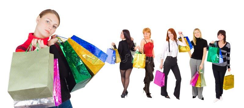 Gruppe Einkaufenmädchen mit glücklichem und entspanntem ein lizenzfreie stockfotos