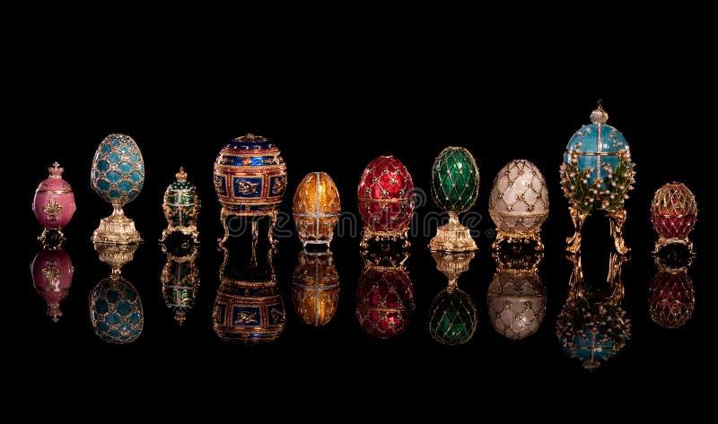 Gruppe Faberge Eier. stockfotos