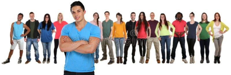 Gruppe Freunde der jungen Leute team mit den gekreuzten Armen, die an lokalisiert werden stockbild