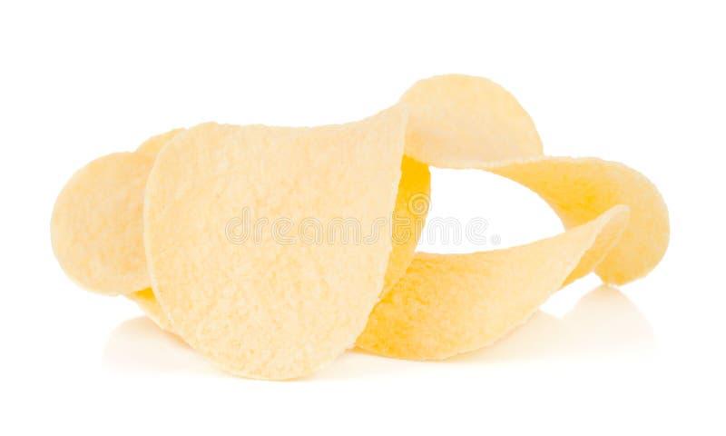 Gruppe frische gelbe geschmackvolle Kartoffelchips auf weißem Hintergrund stockfotos