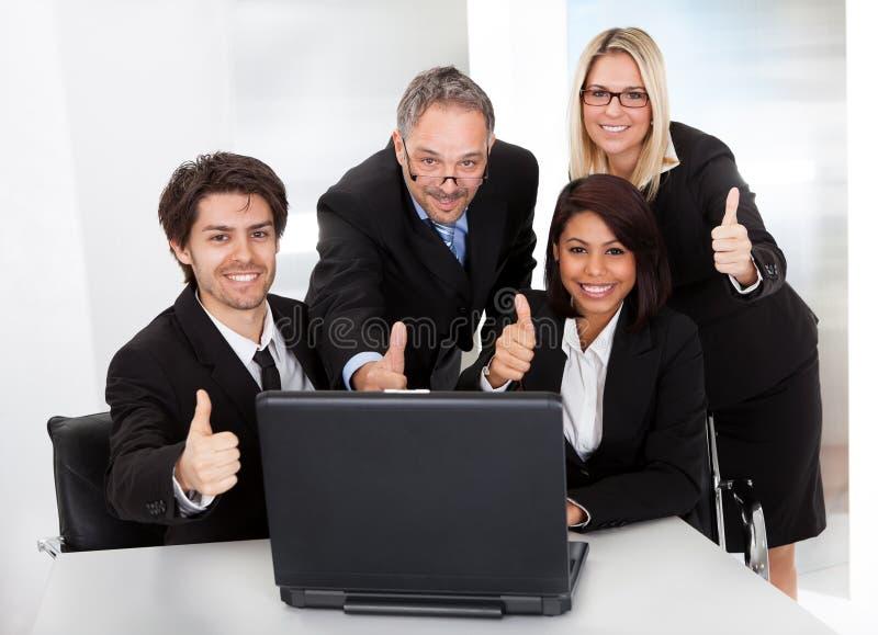 Gruppe Geschäftsleute bei der Sitzung stockfoto
