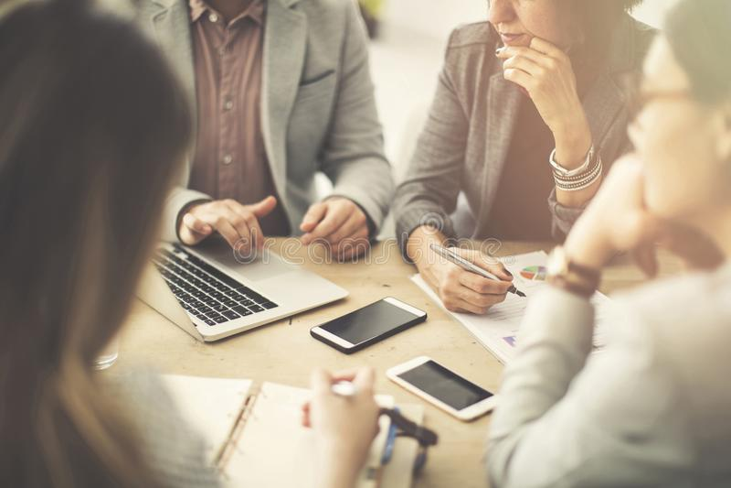 Gruppe Geschäftsleute in einer Sitzung lizenzfreies stockbild