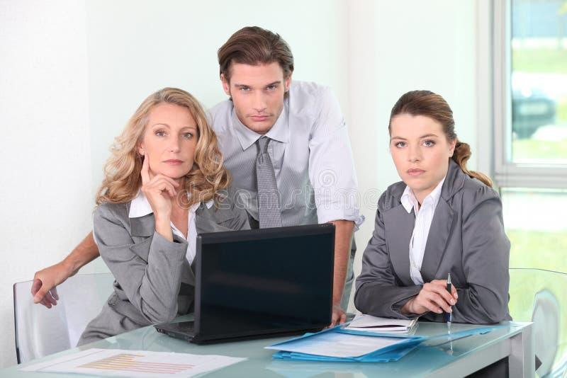 Gruppe Geschäftsleute in einer Sitzung lizenzfreie stockfotos
