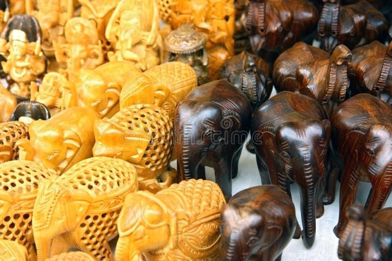 Gruppe geschnitzte Elefanten stockfoto