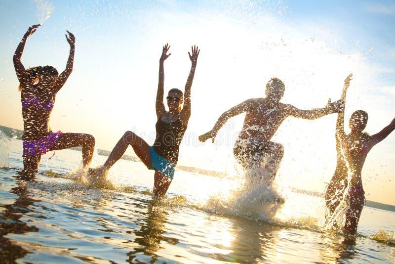 Teenager papty auf Seeerholungsort lizenzfreie stockbilder