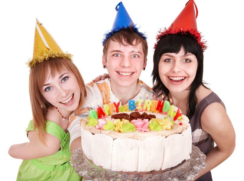 Gruppe glückliche junge Leute mit Kuchen. stockbild