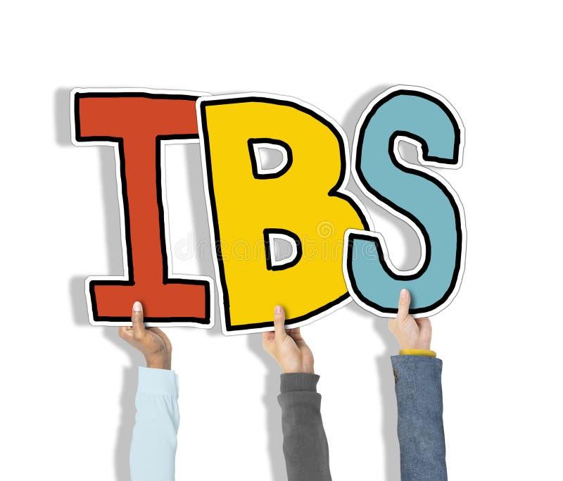 Gruppe Hände, die IBS-Buchstaben halten lizenzfreie stockbilder