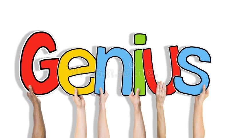 Gruppe Hände, die Wort-Genie halten lizenzfreie stockfotografie