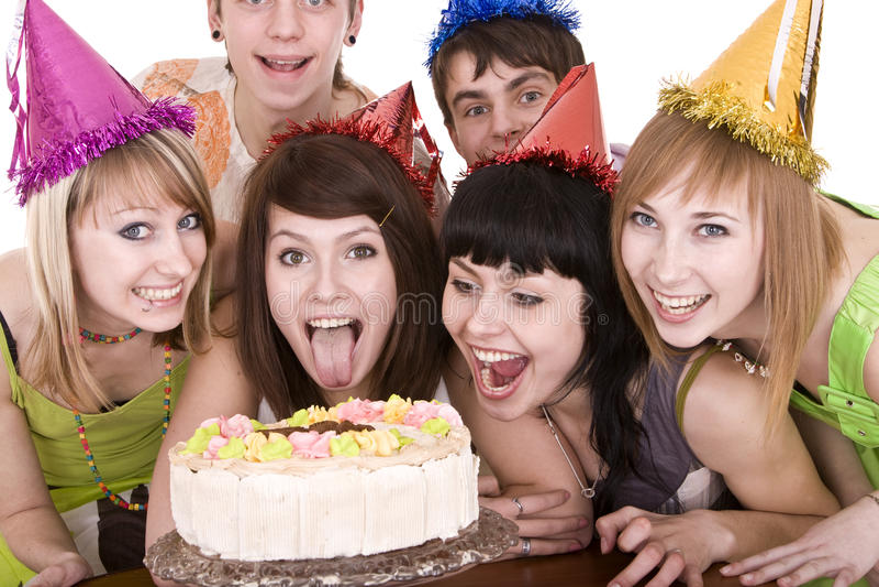 Gruppe Jugendliche feiern alles Gute zum Geburtstag. lizenzfreies stockfoto