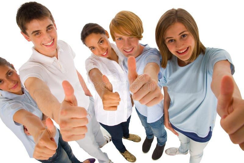 Gruppe Jugendliche mit den Daumen oben lizenzfreie stockfotos