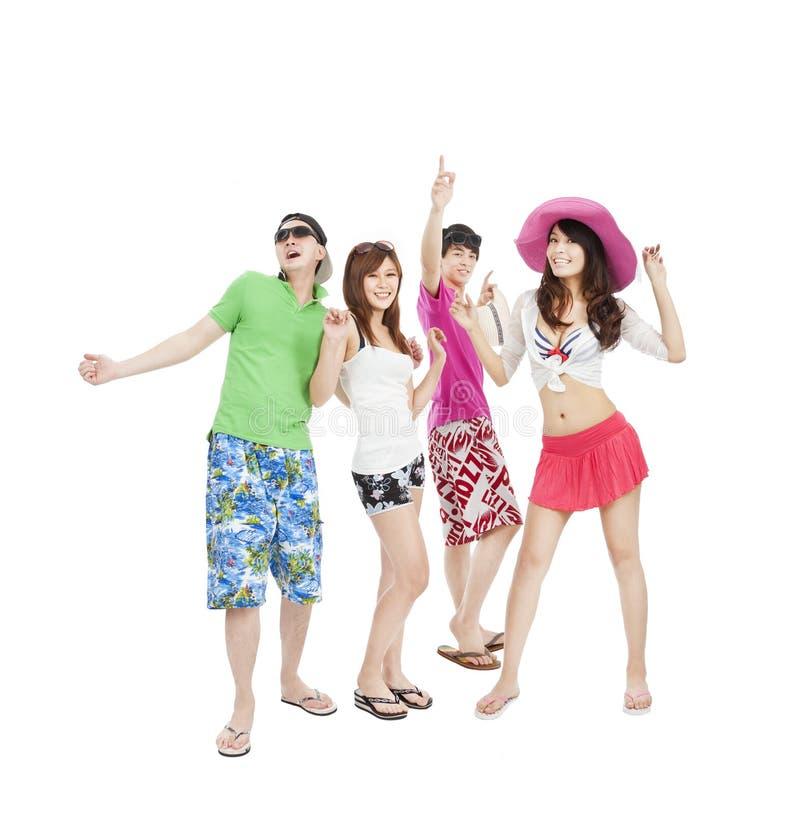 Gruppe des Tanzens der jungen Leute des Sommers lizenzfreie stockbilder