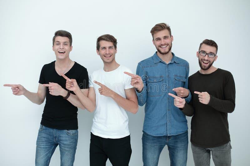 Gruppe junge Leute, die auf etwas zeigen stockbilder
